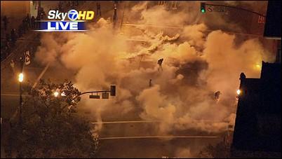 http://www.bradblog.com/Images/OccupyOakland_Sky7_Teargas_102511.jpg